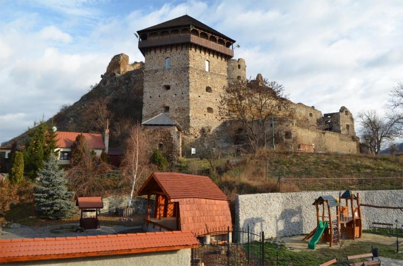 www.akcnemamy.sk: Filakovsky hrad