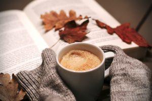 káva, kniha