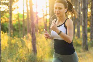 žena beží